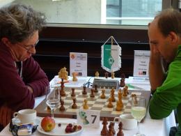 Am Schachbrett: Blumentopf lehrt Schach